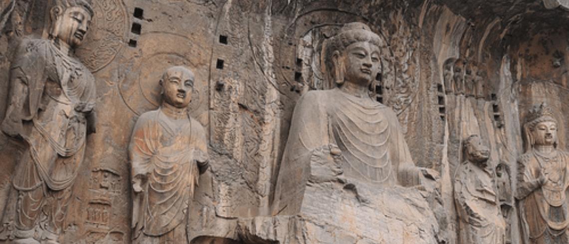 Sculptures de Bouddhas des grottes de Longmen dans la province du Henan en Chine.