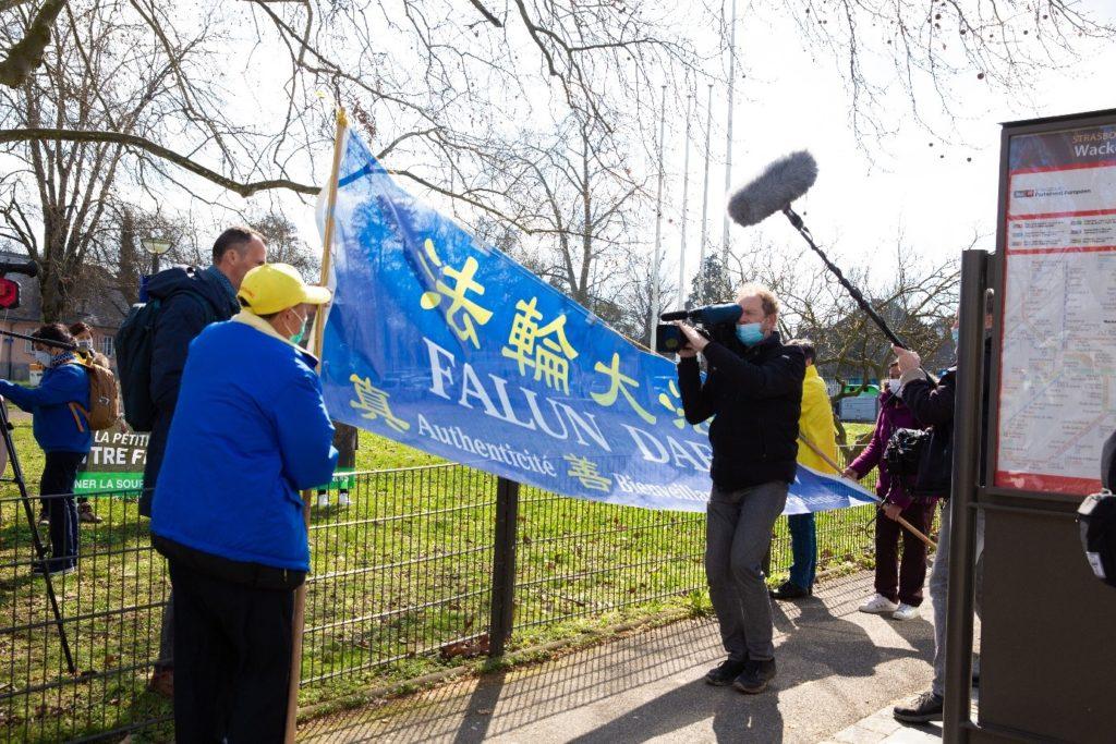 De nombreux médias locaux et nationaux étaient présents pour couvrir la manifestation du 18 Mars.