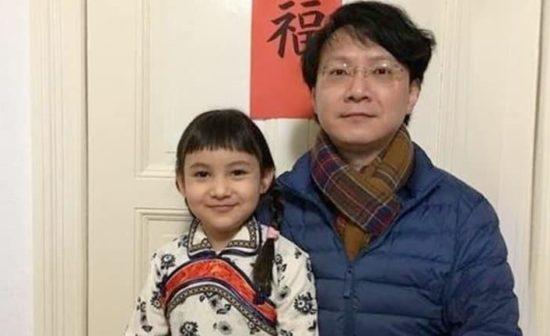 Monsieur Wang Zhen est handicapé de manière permanente des genoux