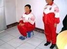 Torture : assise sur un petit tabouret